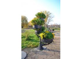 Кованая подставка для цветов Дерево